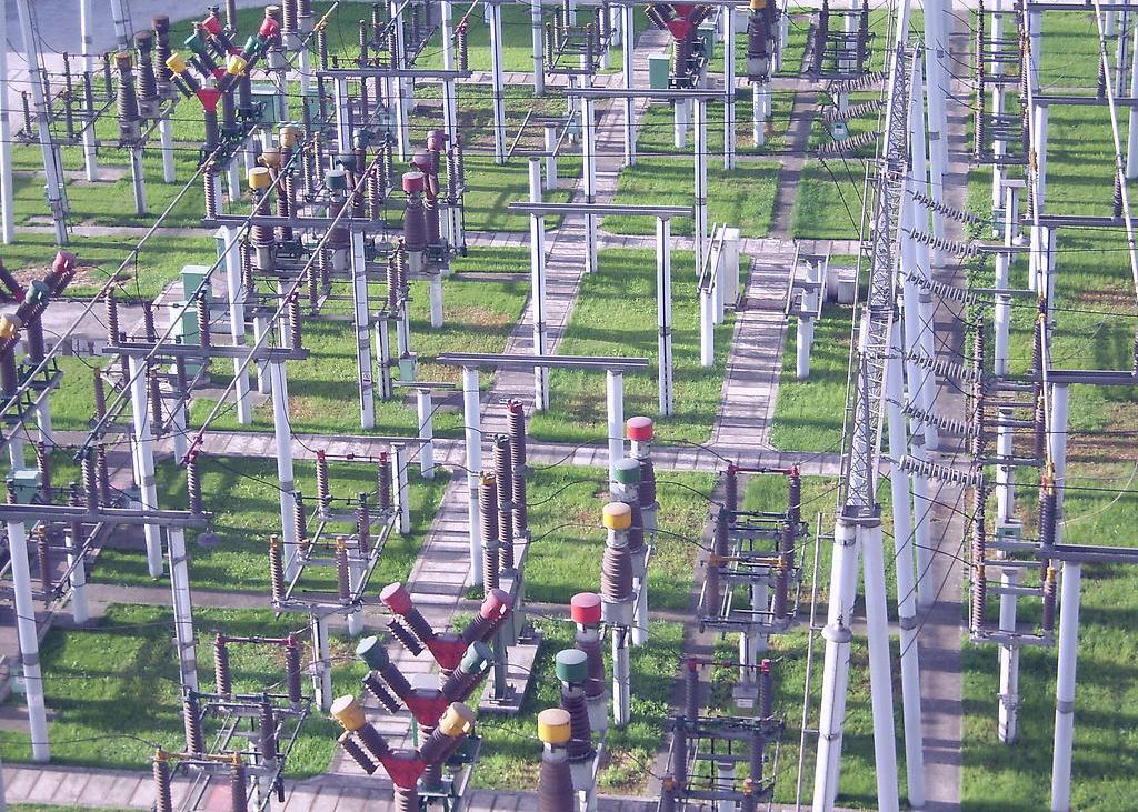 建设220kV枫兴线71公里48芯OPGW光缆,光缆接续及测试。站内构架至通信机房1条48芯光缆敷设及成端,通信机房至保护室2条48芯光缆敷设及成端。 招标范围: 初步设计及概算编制、施工图设计和相应的勘察工作、施工图预算编制、竣工图(包括电子图档)、施工报建、青苗赔偿、工程施工(包工和部分包料,建设单位提供的设备和材料:OPGW(含配套金具))、调试试验、试运行、交付使用、工程保修。